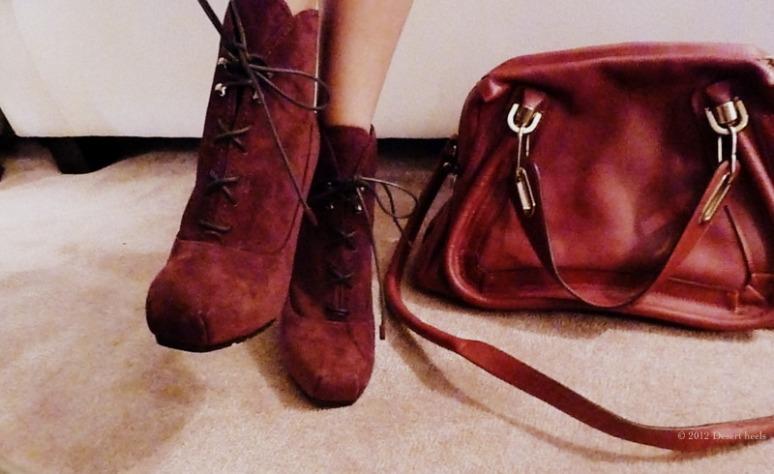 © 2012 Desert heels L1100030-001